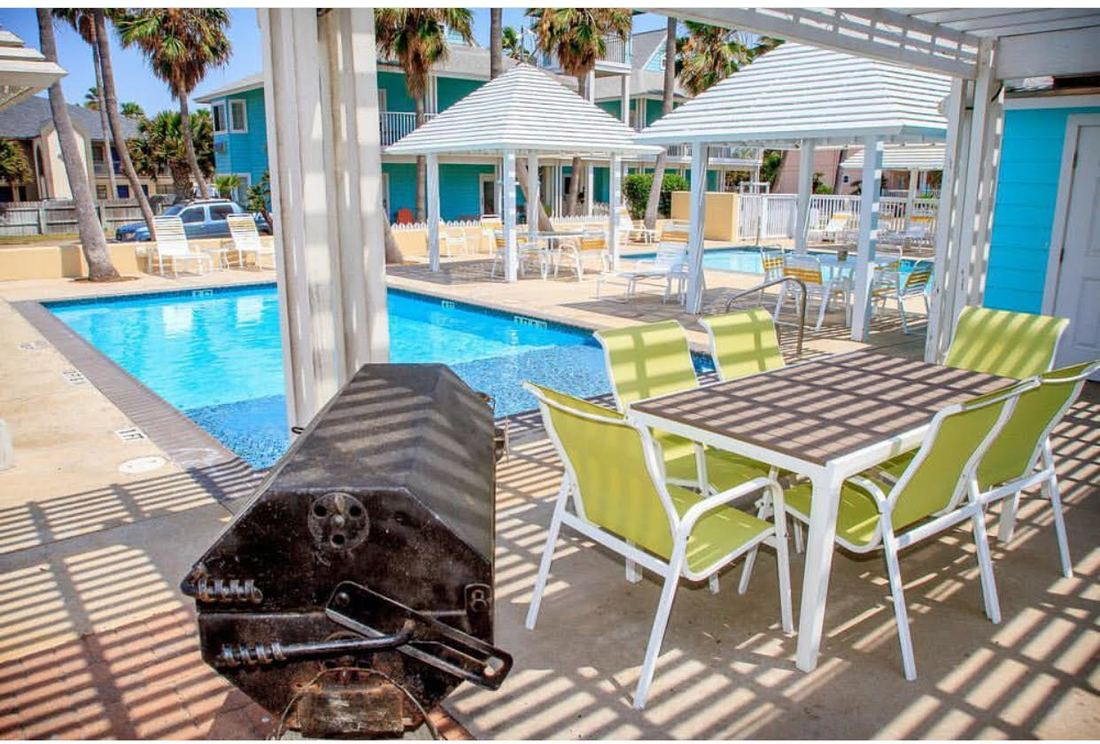 Two pools, BBQ pits, and pet friendly hotel in Port Aransas Texas.